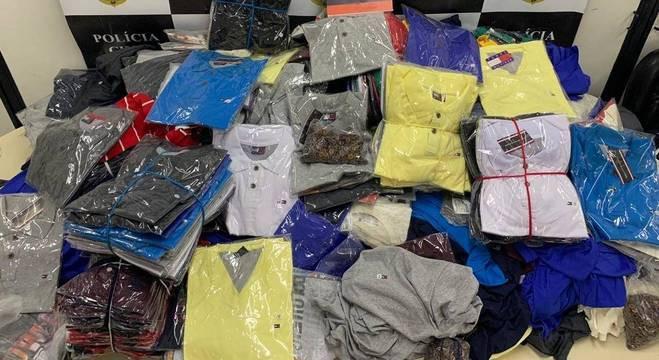 Mais de 50 mil peças de roupas falsificadas são apreendidas em SP