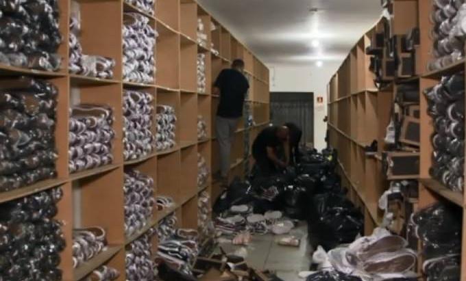 Polícia apreende 5 toneladas de tênis falsificados no Brás