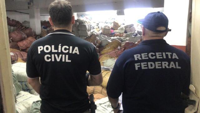 Operação policial encontra depósito de produtos falsificados no Centro de Porto Alegre