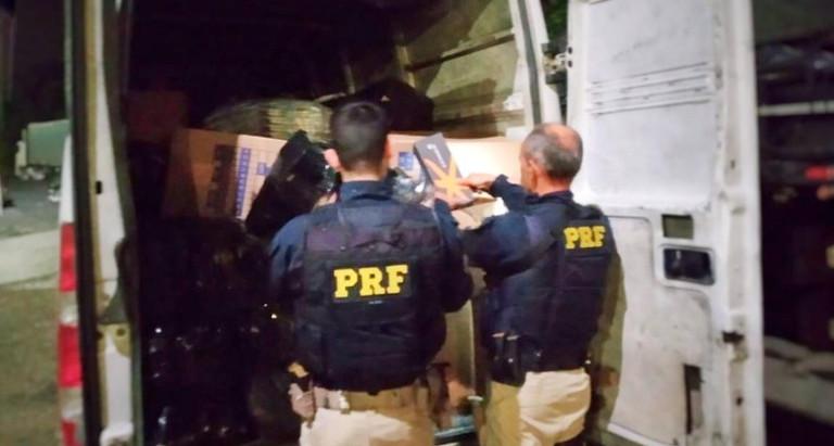 Em Vargem/SP, PRF apreende milhares de mercadorias falsificadas