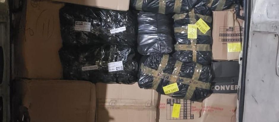 Polícia apreende quase três mil pares de tênis falsificados em São Bento do Sapucaí