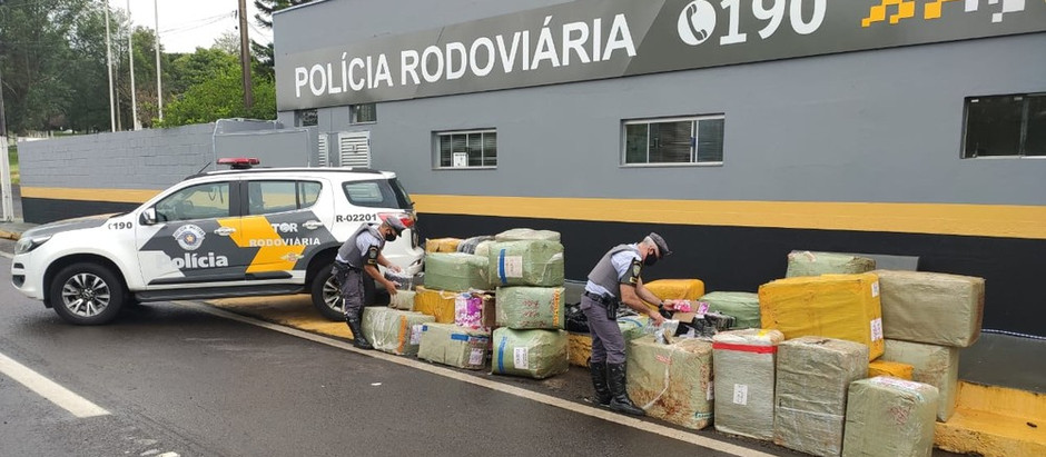 Polícia Rodoviária apreende cerca de 10 mil óculos e 2 mil essências de narguilé sem nota fiscal