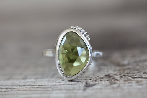 Grains Peridot Ring