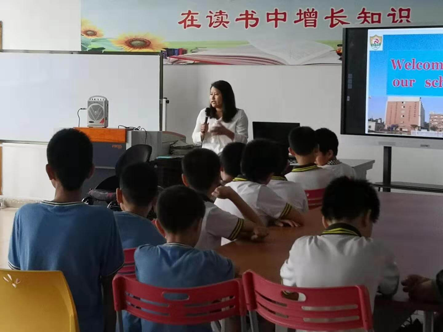 Ming presenting to children at a school
