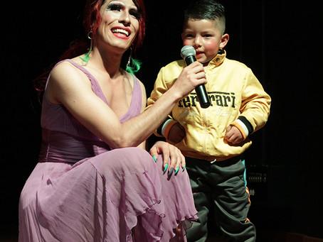 Celebrando la navidad en DRAG con niños y niñas en el Teatro Tercer Acto