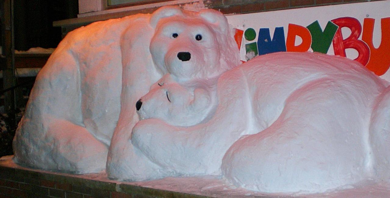 cuddling snowbears_edited