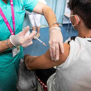 Niños y adolescentes deben o no ser vacunados contra COVID-19