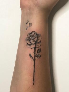 Rosa - Le Spilla Tattoo - Cotia Granja Viana SP