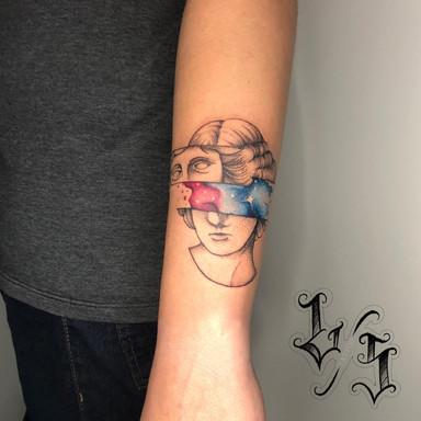 Estatua com Galaxia - Le Spilla Tattoo - Cotia  Granja Viana SP