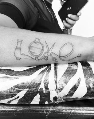 Love Cabelereiro - Le Spilla Tattoo - Cotia Granja Viana SP