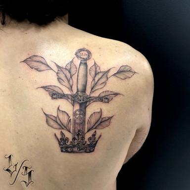 Excalibur tatuagem - Le Spilla - Tattoo - Cotia SP Granja Viana