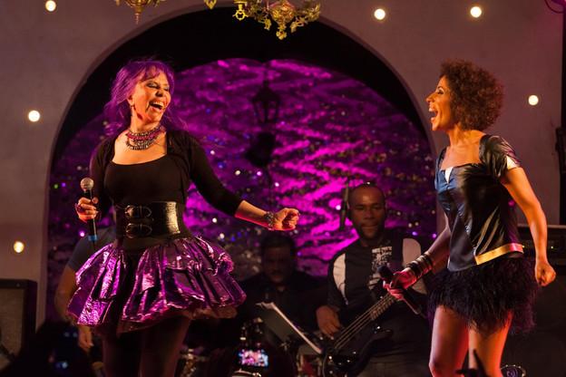 Vestuario de carnaval creado para la cantante Márcia Castro.  Pipoca Moderna.