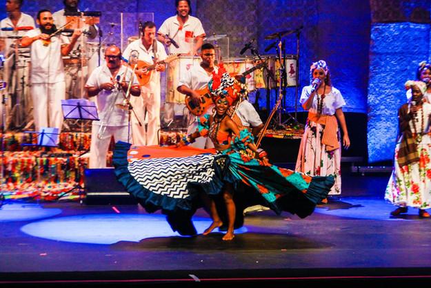 """Vestuario creado para el espetáculo musical """"Las Ganhadeiras de Itapuã"""".  Foto: Leto Carvalho"""