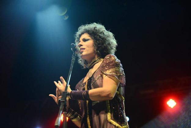 """Vestuario creado para la cantante Márcia Castro.  Gira """"De Pés No Chão"""". 2013."""