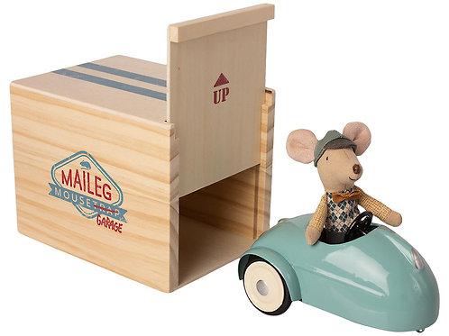 Voiture de souris avec garage