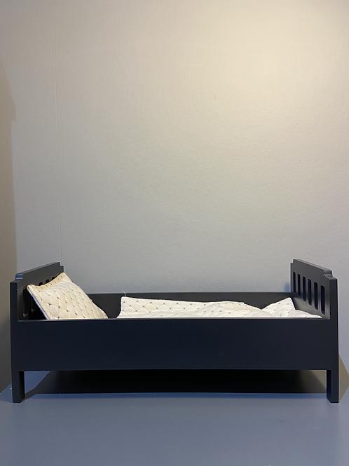 Petit lit en bois pour poupée