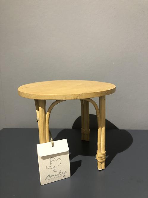 Table pour poupées en rotin