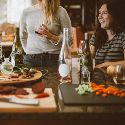 8 Tips for Hosting A Holiday Dinner