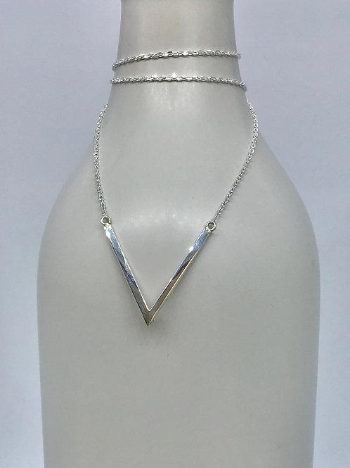GAM Large V pendant necklace 7