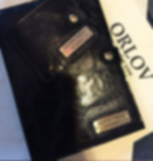Обложка на ежедневник из черой блестящей кожи
