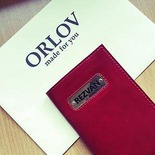 Обложка на паспорт из красной кожи.