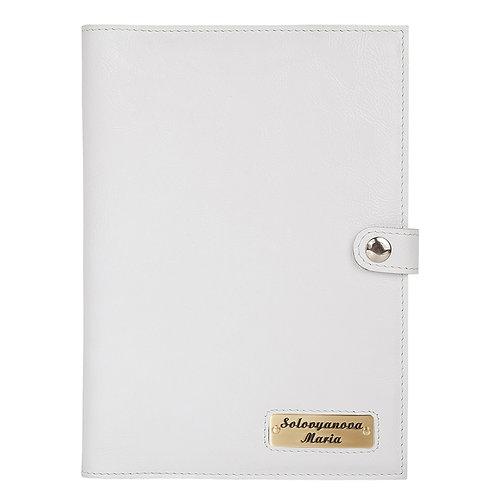 Обложка на ежедневник с именной шильдой.
