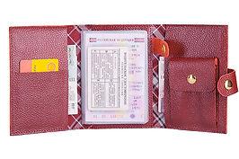 Бордовое портмоне из зернистой натуральной кожи.