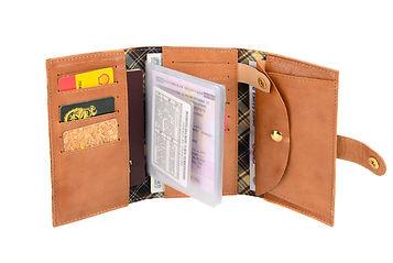 Кожа горчичного цвета, именное портмоне.