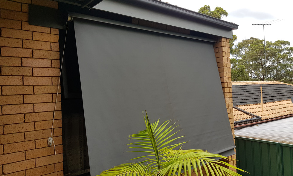 Convertible Outdoor Blind / Awning