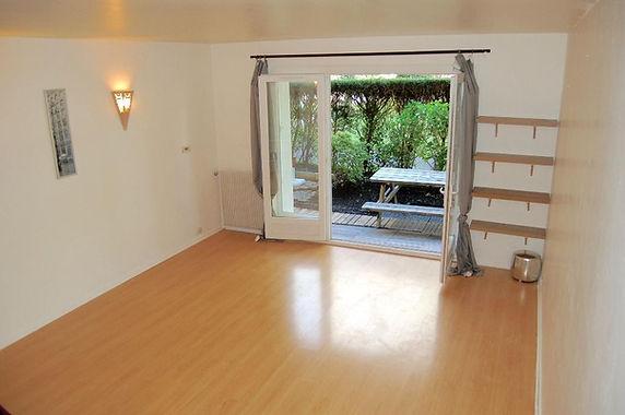 Studio avec terrasse, jardinet, cave et parking