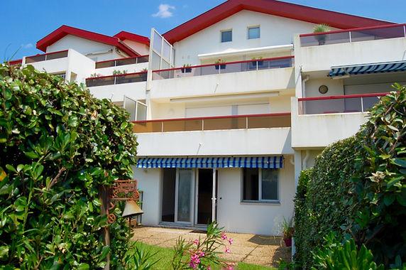 T2 avec terrasse et jardinet face à la plage