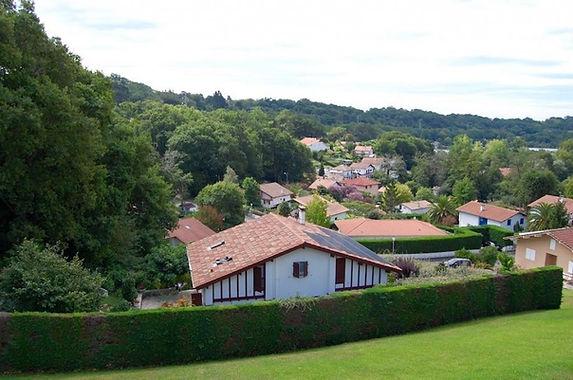 T3 avec balcon, terrasse, cave et box