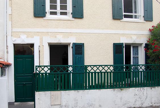 Joli T2 rénové avec terrasse dans Chalet Biarrot des années 30