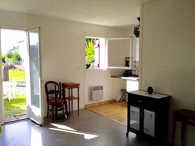 Studio avec jardinet, cave et parking