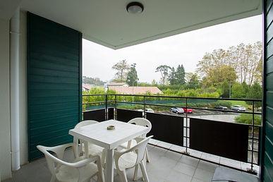 T2 avec terrasse, cave et parking