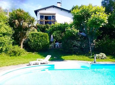 Villa avec piscine sur grand terrain arboré