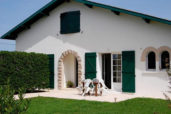Maison traditionnelle sur grand terrain