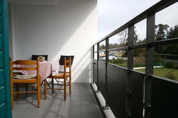 T2 avec terrasse, cave et parking extérieur