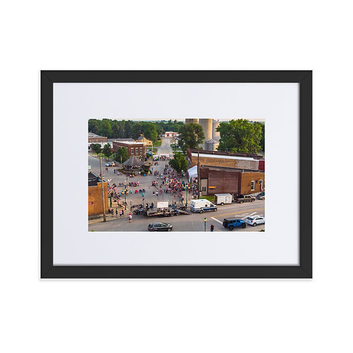 DownTown chenoa Matte Paper Framed Poster With Mat