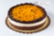 Levíssima massa branca recheada com chantilly e morango, decorado com chantilly e morango