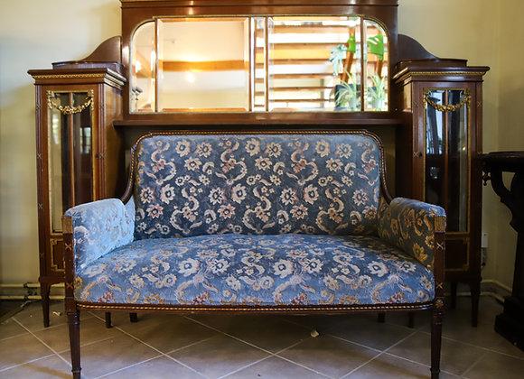 sohva  kapi ja peegliga