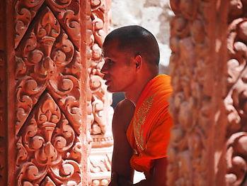 ceremonie cambodge avec moine