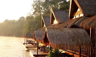 bungalow flottant kanchanaburi thailande