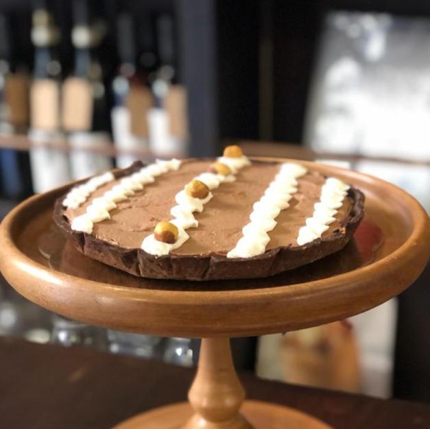 Crostata con mousse di cioccolato e nocciole
