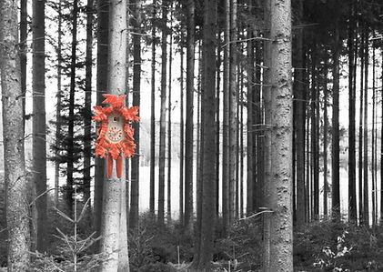 Kuckucksuhr rot im Wald Poster Din A 2
