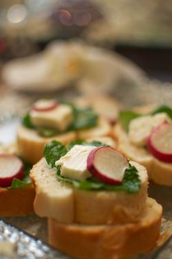 Bread and Feta (Noon o Panir)