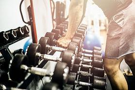 Man-holding-dumbbell-in-gym-800x533.jpg