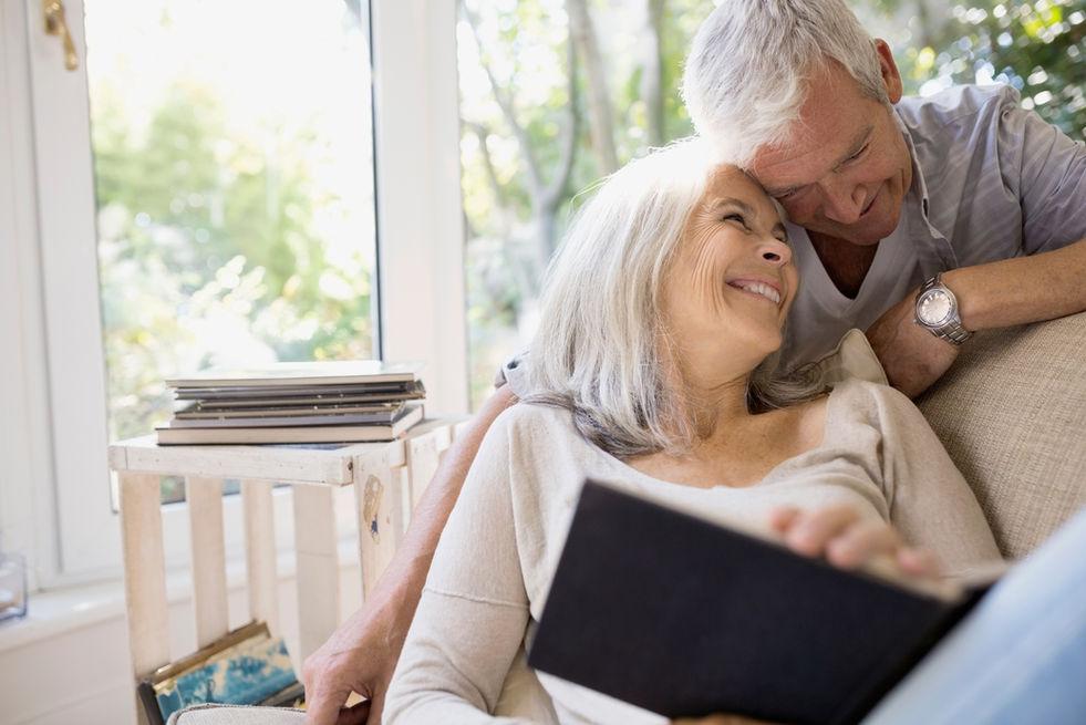 Senioren en ouder koppel die al 50 jaar samen zijn