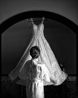 Fotografia de Boda - foto de la novia viendo su vestido