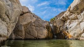 Cascada entre rocas